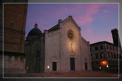 Esterno del Duomo di Pietrasanta