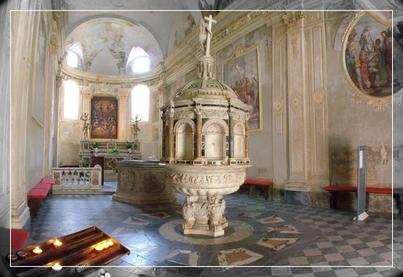 interno del Battistero del Duomo di Pietrasanta
