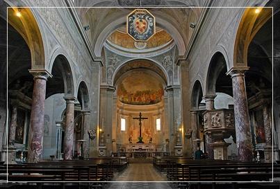 Interno del Duomo di Pietrasanta