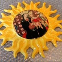 ceramica con rappresentazione della Madonna del sole